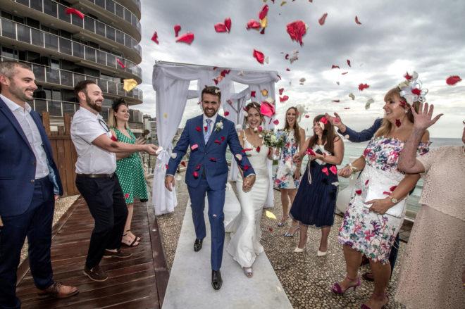 Una pareja británica recién casada celebra su boda en un hotel de Calp, en imagen de archivo.