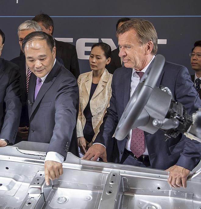 Li Shufu (a la izquierda), presidente de Volvo.