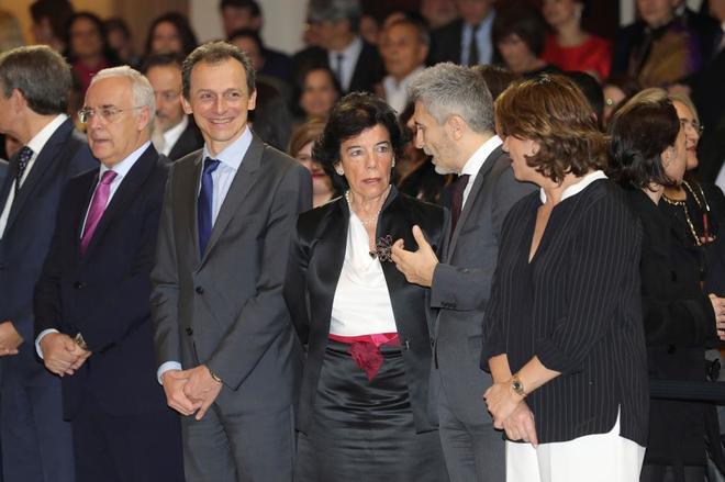 Pedro Duque e Isabel Celaá, con otros ministros del Gobierno.