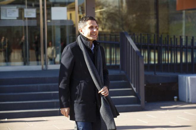 El alcalde de Alcalá de Henares, Javier Rodríguez, tras declarar en el juzgado.