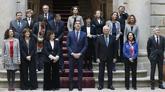 Pedro Sánchez y los miembros de su Gobierno posan para la foto de...