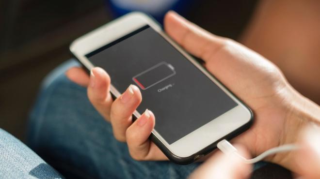 Si quieres cambiarle la batería a tu viejo iPhone, hazlo antes de final de año