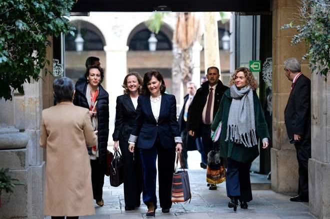 Los miembros del Gobierno llegan al Consejo de Ministros celebrado en Barcelona.