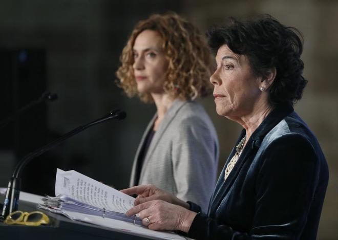 Las ministras Meritxell Batet e Isabel Celaá, en rueda de prensa tras...