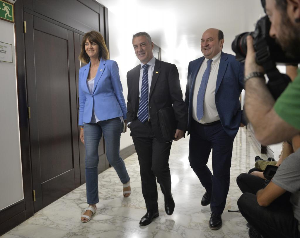 Mendia, Urkullu y Ortuzar, en el Parlamento Vasco.
