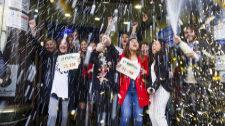 Los trabajadores de Doña Manolita celebran el Gordo de la Lotería de...