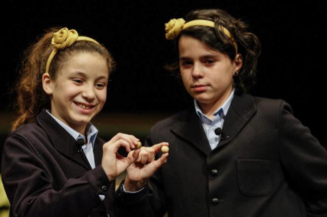 Aya y Carla, las niñas que han cantado el Gordo de la Lotería