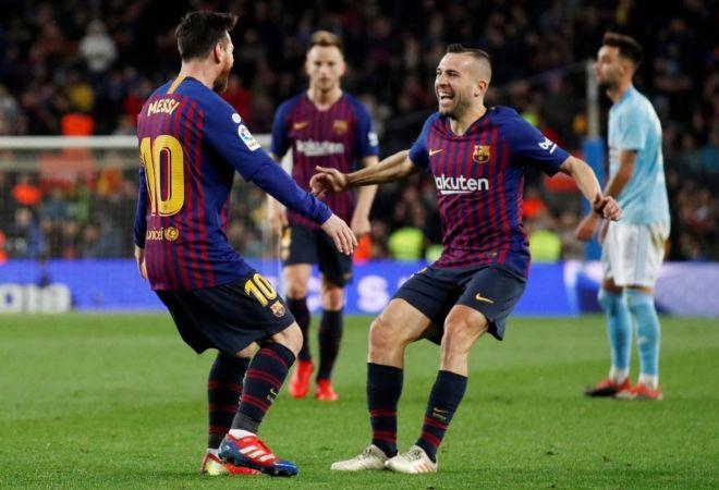 Leo Messi y Jordi Alba celebran el segundo gol ante el Celta.