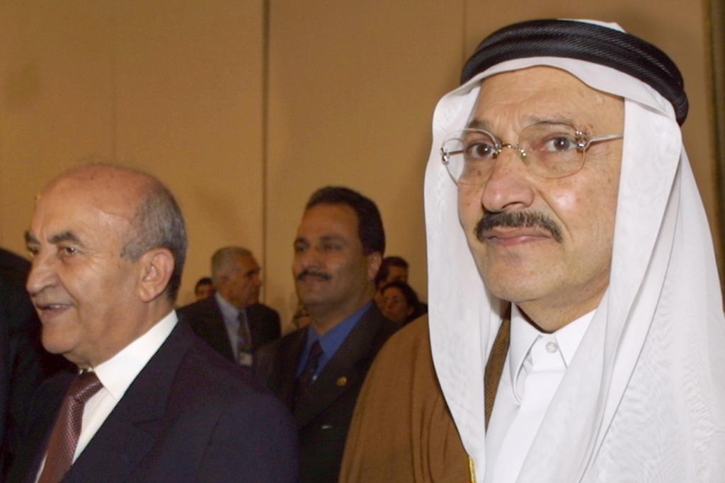 El príncipe saudí Talal bin Abdelaziz (dcha), en una imagen de archivo.