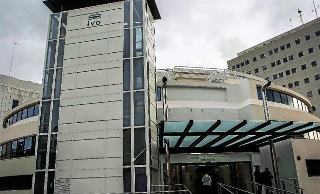 Fachada principal del Instituto Valenciano de Oncología (IVO) en el barrio de Campanar.