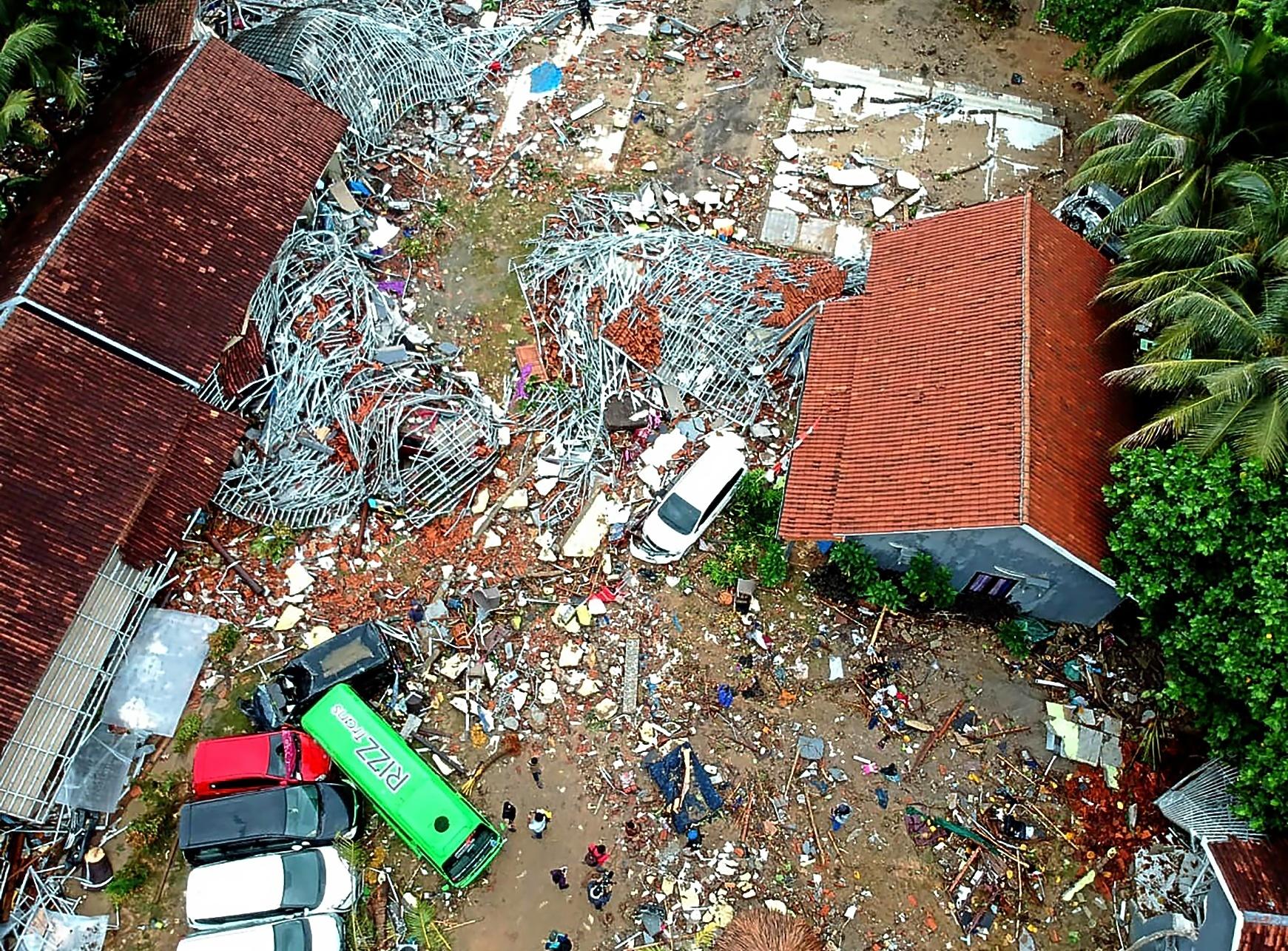 Fotografía aérea de la devastación causada por el tsunami en Carita, Pandeglang.