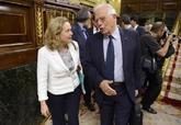Los ministros Nadia Calviño y Josep Borrell, en el Congreso de los...