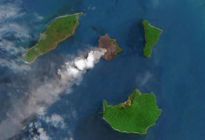 El colapso parcial del Krakatoa provocó el tsunami de Indonesia