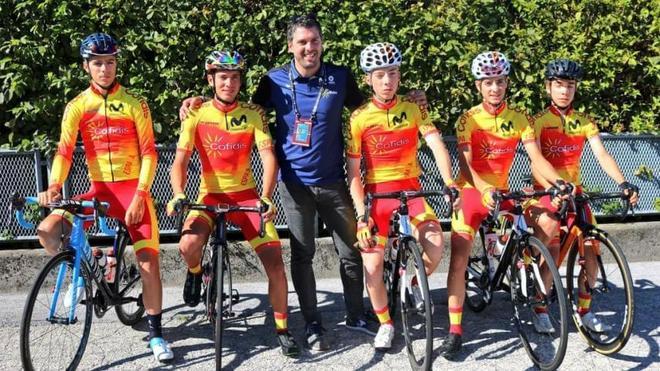 Momparler, con varios ciclistas de las categorías inferiores.