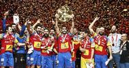 Los jugadores de la selección celebran el título continental en Zagreb.