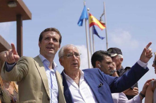 Pablo Casado y Juan José Imbroda, el pasado mes de agosto en el puesto fronterizo de Melilla.