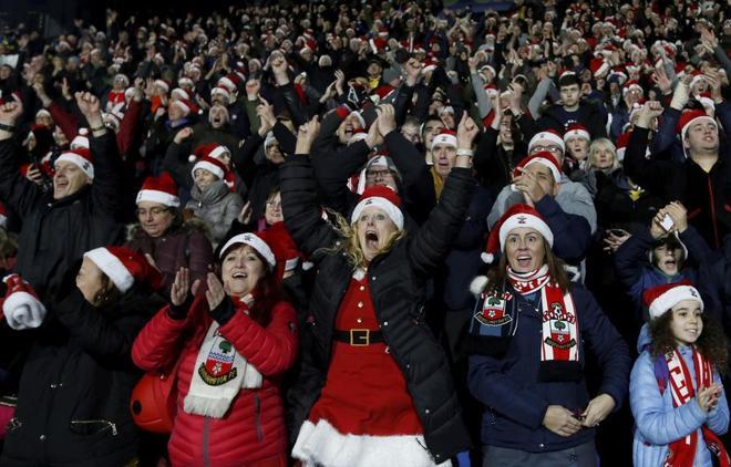 Aficionados del Southampton celebran un gol el pasado sábado ante el Huddersfield Town.