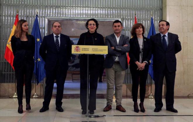Magdalena Valerio (centro), junto a los responsables de las organizaciones de autónomos, este miércoles.