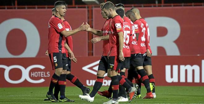 Los jugadores del Real Mallorca celebran el 2-0 marcado por Stoichkov ante el Nàstic de Tarragona.
