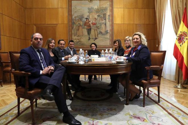 La ministra de Trabajo, Magdalena Valerio, en la reunión de ayer con las organizaciones de autónomos.