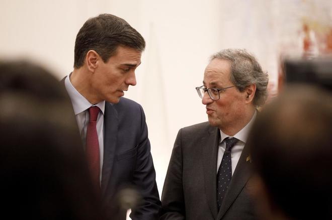 Pedro Sanchez y Quim Torra en su reunión previa al encuentro entre...