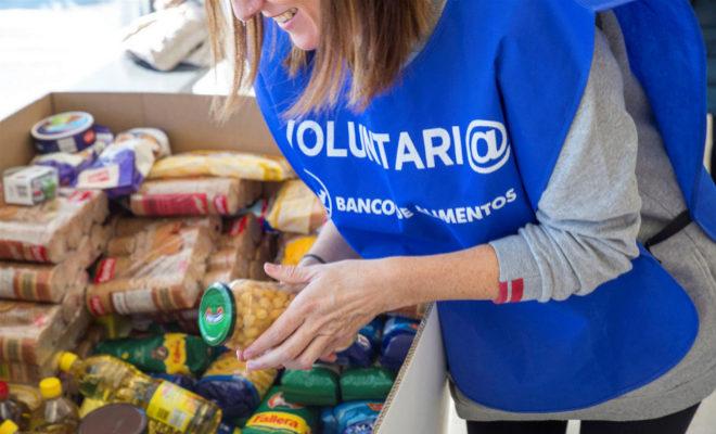 Una voluntaria del Banco de Alimentos.