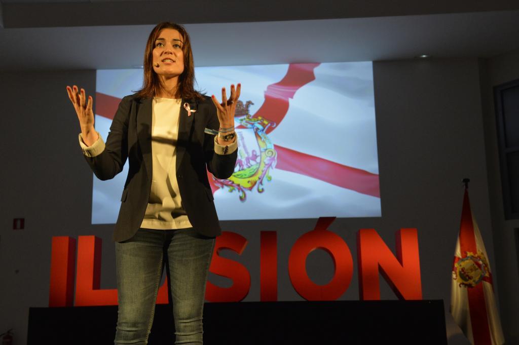 Leticia Comerón, la candidata del PP al Ayuntamiento de Vitoria, en un acto preelectoral.