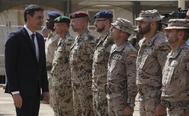 El presidente del Gobierno, Pedro Sánchez, con las tropas españolas desplazadas en Mali