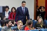 El presidente del Gobierno, Pedro Sánchez, a su entrada en la sala de...