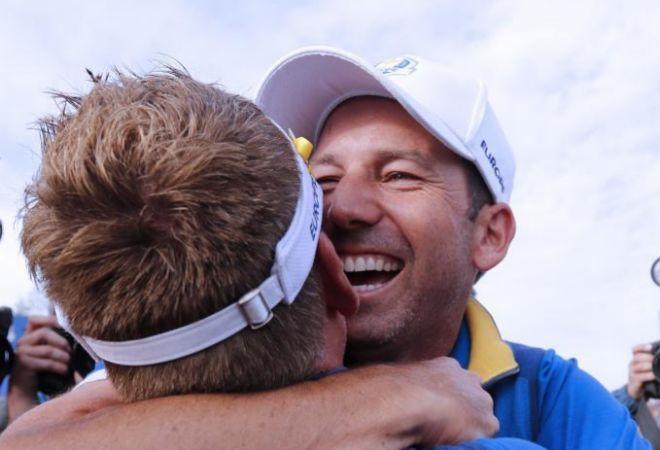 Sergio García y el británico Ian Poulter celebran el triunfo de Europa en la Ryder Cup