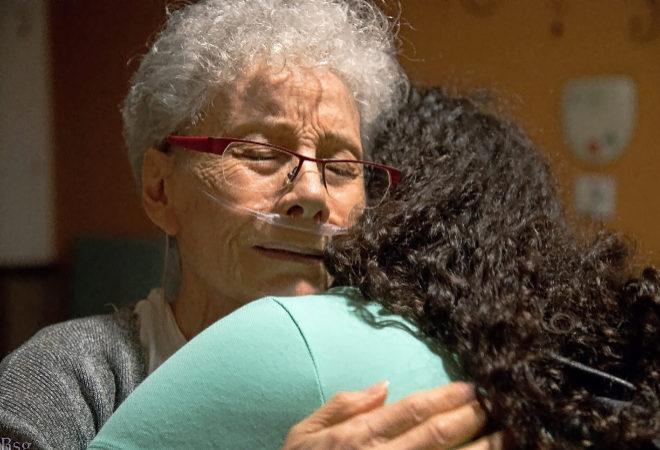 Rafaela (70 años) y Zoila (38), madre e hija, las dos con un cáncer terminal, se abrazaron como si fuera la última vez el pasado agosto. Zoila murió hace unos días.