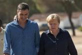 Pedro Sánchez y Angela Merkel dan un paseo el pasado agosto.
