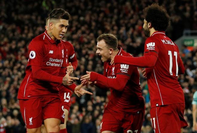 Firmino, Shakiri y Salah celebran uno de los goles del Liverpool.