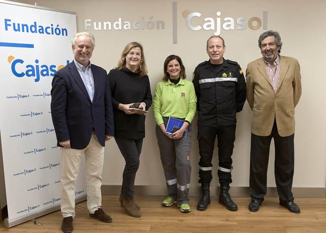 Rafael Porras, director de EL MUNDO Andalucía; Carmela Ríos, de Unidad Editorial; Pilar Limón, jefe de prensa del 112 Andalucía; Aurelio Soto, jefe de prensa de la UME, y Rafael Marín.