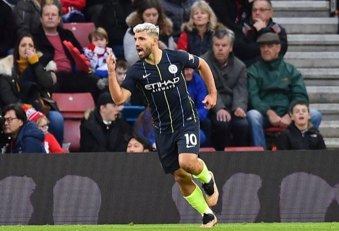 Sergio Agüero celebra su gol ante el Southampton.