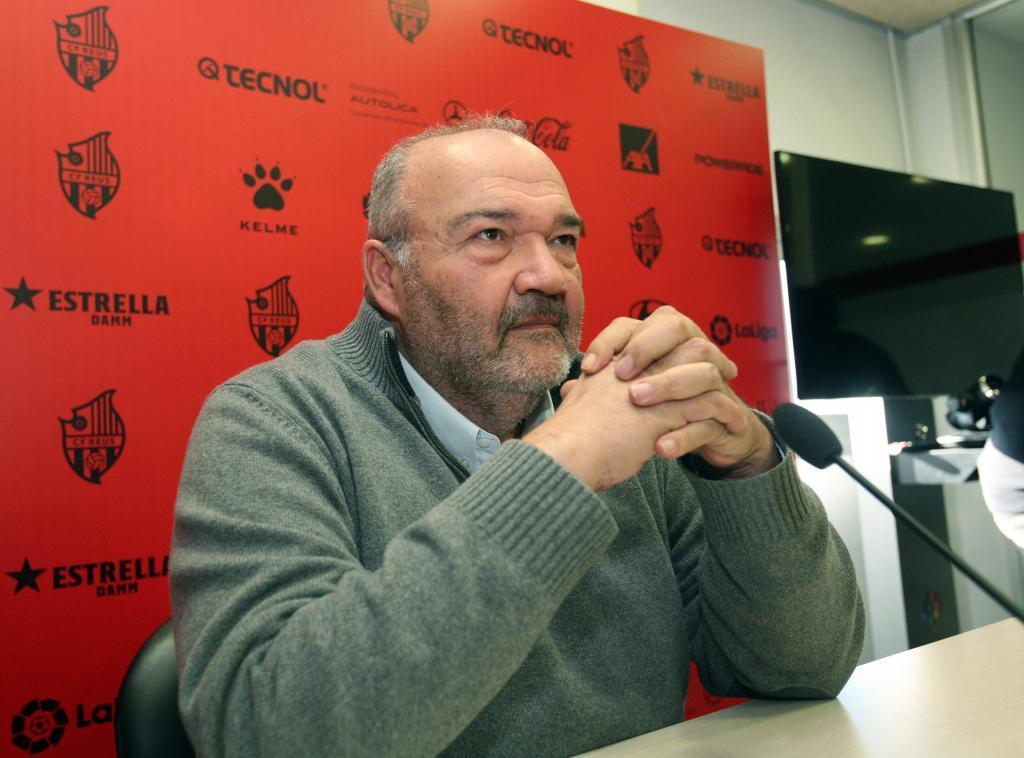 """GRAF3312. REUS (TARRAGONA), 29/12/2018.- Joan Oliver, máximo accionista del Reus, durante la rueda de prensa ofrecida hoy, en la que aseguró que en la actualidad """"no existe un riesgo de desaparición inminente"""" de la entidad, pero no niega que """"hay una necesidad absoluta de recursos financieros, vía venta de la entidad"""" y si no se produce """"la continuidad será muy difícil"""". EFE/Jaume Sellart"""