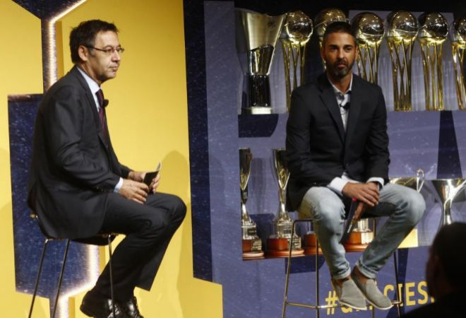 Juan Carlos Navarro, junto a Bartomeu, en su acto de despedida.