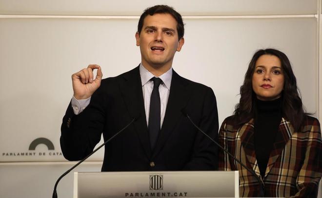 Albert Rivera, junto a Inés Arrimadas, en rueda de prensa tras la...