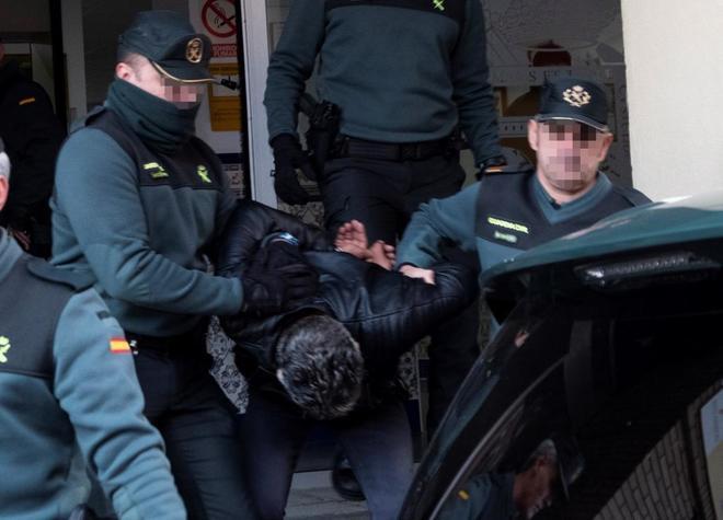 Bernardo Montoya abandona la Comandancia de Huelva para ser llevado...