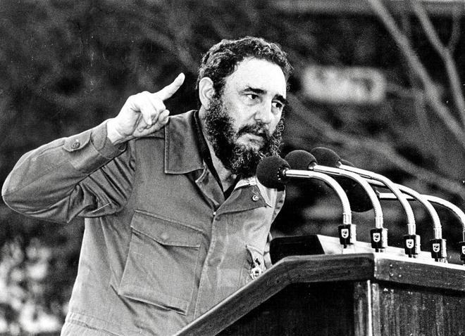 Fidel Castro se dirige a los cubanos, a poco de entrar en La Habana, el 8 de enero 1959.