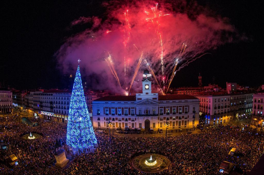 Fuegos artificiales en la Puerta del Sol.