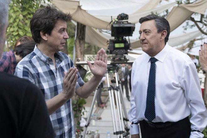 Javier Veiga, con el actor Mariano Peña, en el rodaje de 'Pequeñas...