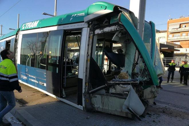 Así ha quedado el tranvía tras el descarrilamiento.