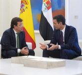 Guillermo Fernández Vara y Pedro Sánchez, en su reunión en Moncloa...