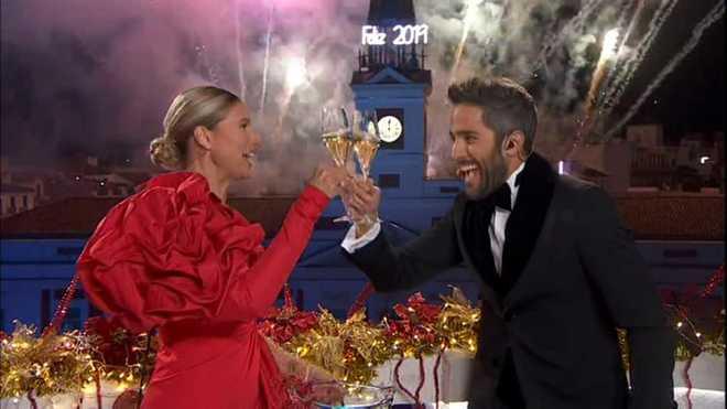 Anne Igartiburu y Roberto Leal dieron las campanadas en TVE.