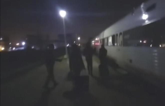 Pasajeros del tren de Extremadura tirados de madrugada en medio del...