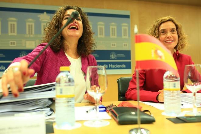 La ministra de Hacienda, María Jesús Montero, y la de Administración Territorial y Función Pública, Meritxel Batet.
