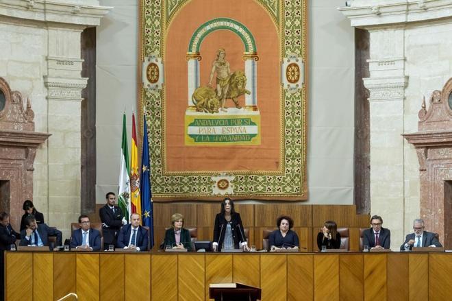 La presidenta del Parlamento andaluz, Marta Bosquet, junto a los demás miembros de la Mesa.