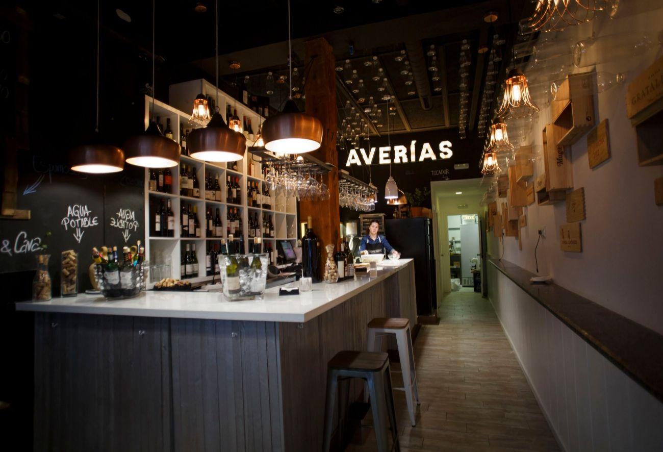 Dirección indispensable para los amantes del vino en Madrid. Ofrece...