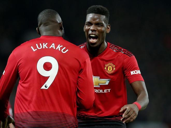 Lukaku y Pogba celebran un gol del Manchester United.